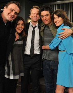 """In """"How I Met Your Mother"""" dreht sich alles um die große Liebe. GLAMOUR verrät… """"How I Met Your Mother"""" is all about love. GLAMOR will tell you everything about the former and current relationships of HIMYM stars How I Met Your Mother, Robin Scherbatsky, Lily Aldrin, Series Movies, Movies And Tv Shows, Tv Series, Neil Patrick Harris, I Meet You, Told You So"""