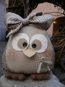 Cute little stuffed girl owl! Owl Fabric, Fabric Crafts, Sewing Crafts, Craft Projects, Sewing Projects, Projects To Try, Owl Crafts, Diy And Crafts, Owl Sewing
