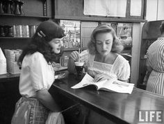 Actress Donna Reed looking at a magazine with a soda-fountain attendant. Photo by Bob Landry, LOVE Donna Reed! Donna Reed, Vintage Love, Vintage Beauty, Vintage Diner, Vintage Prints, Classic Hollywood, Old Hollywood, Hollywood Stars, Vintage Photographs