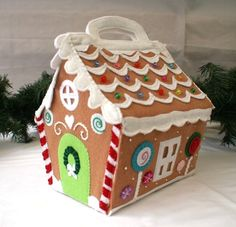 Felt Christmas gingerbread playhouse / dolls house - by SnugglesandSmiles on madeit