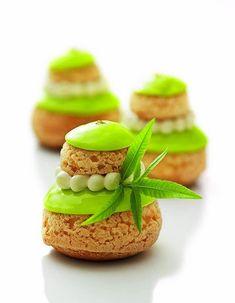 Religieuse à la verveine/ A lemon verbena cream puff/pastry - More cream puffs! Profiteroles, Eclairs, Pastry Recipes, Gourmet Recipes, Dessert Recipes, Cooking Recipes, Patisserie Fine, French Patisserie, Fancy Desserts