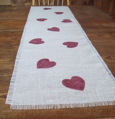This table runner would be easy to make.
