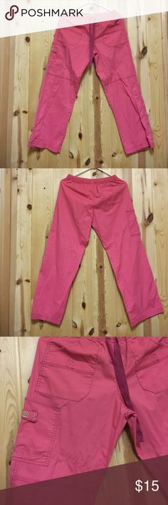 """Wonderwink Scrub Pant Small Petite Inseam 27"""" EUC Wonderwink Scrub Pant Small Petite Inseam 27"""" EUC Lots if Pockets on this Cargo Pant  Orange 🍊 Mellon Color Offers Welcome Wonderwink Pants"""