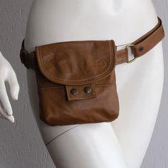 Precioso bolso de cadera del camello cuero reciclado