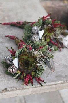 The decoration on the grave can take different forms. - The decoration on the grave can take different forms. Woodland Christmas, Christmas Love, Christmas Wreaths, Winter Wedding Boquet, Grave Decorations, Sympathy Flowers, Deco Floral, Card Box Wedding, Funeral Flowers