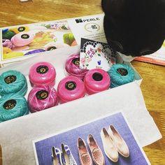@purin616 追加でいかが❓ メキシコの刺繍糸 好きすぎて買い占めてしまった❤️ @bahar_kazue さんありがとうございました😊 #刺し子#手芸#刺繍#手作り#ハンドメイド#手仕事#ランチョンマット#花ふきん#handmade#sewing#embroidery#stitching#kaumo#sashiko#ホビーラホビーレ#stitch#白黒猫#はちわれ#ハチワレ#taxedcat#taxedcatofinstagram#bobt#白黒#monotone#モノトーン#王子#prince