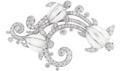 VAN CLEEF AND ARPELS Seven Seas Collection - Trois tortues clip; white gold, diamonds, Cabochon-cut sapphires, white mother-of-pears