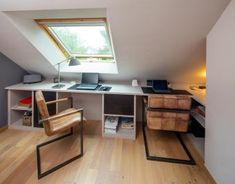 Bright office in a sloping area - Compagnie des Ateliers - Angela Williams Attic Bedroom Storage, Attic Bedroom Designs, Attic Rooms, Attic Spaces, Bedroom Loft, Home Office Space, Home Office Design, Home Office Decor, House Design