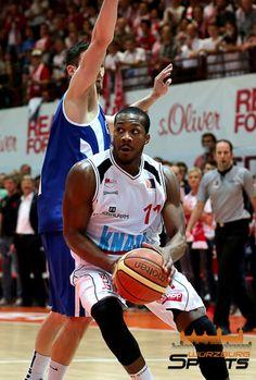 s.Oliver Baskets legen im Halbfinale vor