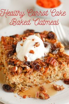 Healthy Carrot Cake Baked Oatmeal Carrot cake in baked oatmeal form? A healthy and refined sugar free twist on a favorite breakfast dish! Made with whole grain oats, maple syrup, and fresh carrots, it can even be eaten for dessert! Pancakes Oatmeal, Carrot Cake Oatmeal, Carrot Cake Pancakes, Breakfast Dishes, Breakfast Recipes, Brunch Recipes, Gourmet Recipes, Cake Recipes, Amish Recipes