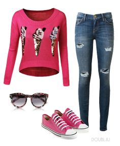 Ice cream pattern hot pink T-shirt with jean. Sporty atmosphere. very lovely style.