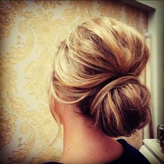 #hairbun #messybun #weddinghair #glamhair #upstyle #blonde #sarahthehairartist