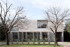 Torcuato House in Buenos Aires, Argentina | division in two volumes | water courtyard | designed by BAK arquitectos  #architecture #interior_design #ek_magazine