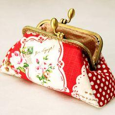 Red Rose Patchwork Change Purse - Bag KIT $6.99