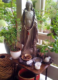 I would love to make some sort of meditation altar in my home. A relaxing place I can go to unwind and meditate. Meditations Altar, Deco Zen, Prayer Corner, Pagan Altar, Catholic Altar, Home Altar, Relaxing Places, Meditation Space, Meditation Corner
