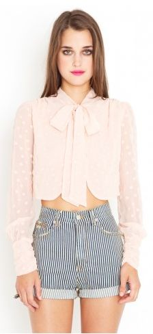 love high waisted shorts or pants with a puffy blouse