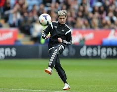 I love soccer (footie) and Niall Horan. This is just awesome!