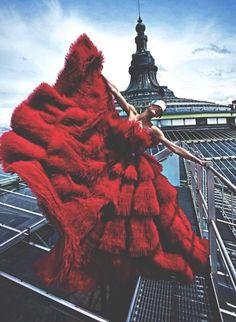 Sur les toits de Paris, robe rouge