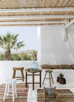 My inspiration today are these serene and stunningly beautiful Mediterranean patios. I'm completely in love with the amazing Mediterranean style :) Patio Interior, Interior Exterior, Coastal Interior, Interior Design, Interior Decorating, Outside Living, Outdoor Living, Hotel Am Strand, Outdoor Spaces