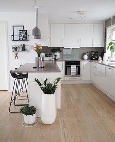 31 Beautiful Modern Condo Kitchen Design And Decor Ideas - - Kitchen Room Design, Modern Kitchen Design, Home Decor Kitchen, Interior Design Kitchen, Home Kitchens, Small Condo Kitchen, Kitchen Ideas, Condo Kitchen Remodel, Nordic Interior