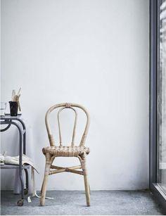 Image Wicker Furniture, Furniture Decor, Ikea Portugal, Chaise Ikea, Ikea New, Apartment Needs, Turbulence Deco, Bentwood Chairs, Rattan Sofa