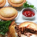 aussie meat pies in pie maker Savoury Mince, Savory Tart, Mince Meat, Pie Recipes, Cooking Recipes, Recipies, Mincemeat Pie, Nibbles For Party, Beef Pies