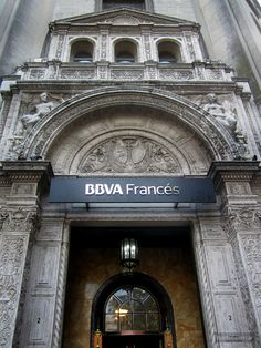 Arquitectura neorrenacentista en la ex sede del Nuevo Banco Italiano   Galería: http://bartes.com.ar/arquitectura-nuevo-banco-italiano/