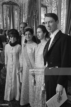 Coronation Of The Shah And Farah Diba. Téhéran- 27 Octobre 1967- Lors du couronnement du Shah d'Iran et de Farah DIBA, de gauche à droite, un couple non identifié, la Princesse Ashraf PAHLAVI, soeur aînée du Shah d'Iran et deux personnes non identifiées, en tenue de soirée.