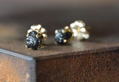 Rough Diamond Stud Earrings- large, dark grey, black, 14kt gold, prong setting by LexLuxe on Etsy https://www.etsy.com/listing/72611064/rough-diamond-stud-earrings-large-dark
