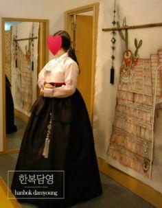2017년 남동생결혼식에 참석하는 누나한복 - 연분홍저고리와 먹색2단레이스치마, 긴매듭노리개 #hanbok, #Korean traditional costume, #Koreanwedding, #hanbok rent, #담영한복,#한복담영, #한복스냅, #전통한복, #청담동한복, #고급한복, #세련된한복, #모던한복,   #동생결혼식한복, #누나한복, #한복웨딩, #셀프웨딩, #한복촬영  http://blog.naver.com/tahity326