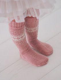 Life with Mari Lace Knitting, Knitting Stitches, Knitting Socks, Knit Crochet, Knitting Patterns, Fingerless Mitts, Knitted Headband, Beanie Hats, Knitting Projects