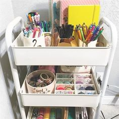 44 Ideas for teacher desk storage office organization Desk Storage, Craft Storage, Storage Baskets, Kitchen Storage, Do It Yourself Ikea, Planner Supplies, Office Supplies, Room Planner, Planner Ideas
