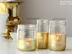 Mother's Day gift ideas in mason jars. 20 Mother's Day gift ideas using mason jars. Mason Jar crafts for kids. Sparkly Mason Jars, Gold Glitter Mason Jar, Mason Jar Candles, Mason Jar Diy, Mason Jar Crafts, Glitter Paint Jars, Glitter Crafts, Homemade Mothers Day Gifts, Gold Diy