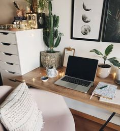 Hairstyles and Beauty: The Internet`s best hairstyles, fashion and makeup pics are here. Study Room Decor, Room Ideas Bedroom, Bedroom Decor, Uni Room, Dorm Room, Desk Inspiration, Desk Inspo, Home Office Decor, Home Decor