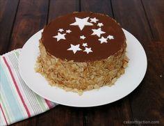 Tarta de dulce de leche. Una tarta muy rica acompañada con unas almendras. paso a paso en el blog