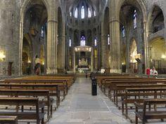 Catedral_de_Gerona._Cabecera. Sus tres naves iniciales fueron unidas en una única de gran amplitud, la mas amplia de la arquitectura gótica medieval, con lo que se gana en espacio interior y en diafanidad y se simplifica la construcción.
