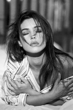 Monica Bellucci in 50 foto. Foto Portrait, Portrait Photography Poses, Photography Poses Women, Boudoir Photography, Fashion Photography, Woman Photography, Woman Portrait, Street Photography, Nature Photography