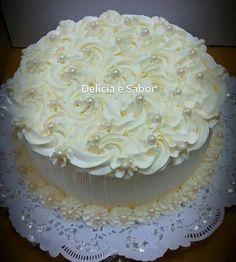 Cake Decorating Frosting, Cake Decorating Designs, Cake Decorating Videos, Cake Decorating Techniques, Buttercream Flower Cake, Cake Icing, Cupcake Cakes, Cupcakes, Heart Shaped Wedding Cakes