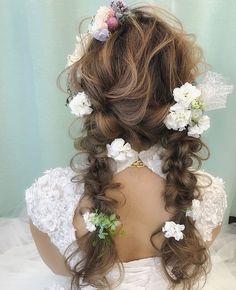 いいね!1,533件、コメント2件 ― プレ花嫁の結婚式準備サイト marry【マリー】さん(@marry_editors)のInstagramアカウント: 「*̣̣̥◌⑅⃝♡ 珍しい#ツインテール の #編みおろしヘア を発見 * ふわふわ、ゆるやかなふたつ結びに 小さなお花や木の実を飾っていて、 ナチュラルな雰囲気です✨ *…」