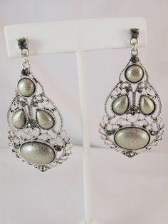 FG267 - Vintage Dangle Earrings - Connie