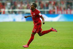 Blog Esportivo do Suíço: Douglas Costa empolga, e Bayern de Munique massacra Hamburgo em estreia