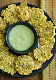 I ❤ Tostones. Here is a healthy and faster way to cook them. Baked Tostones (Green Plantains) with Zesty Avocado Cilantro Buttermilk Dressing (link included) Vegetarian Recipes, Cooking Recipes, Healthy Recipes, Baked Plantains, Baked Plantain Chips, Comida Boricua, Healthy Snacks, Healthy Eating, Good Food