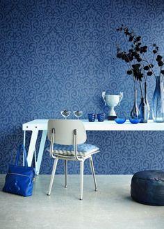 tapeta niebieska w barokowy deseń