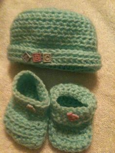 Crocheted Baby set - newborn -