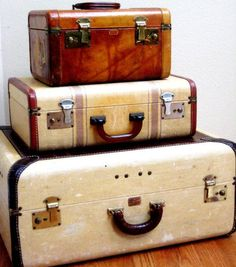 Large Vintage Paul Bunyan Trunk, leather vanity case and medium suitcase. Vintage Suitcases, Vintage Luggage, Vintage Travel Posters, Vintage Items, Vintage Box, Old Trunks, Vintage Trunks, Trunks And Chests, Suitcase Bag