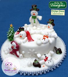 Sugar Buttons Snowman Mould for Cake Decorating I VIDEO ======================== Christmas and New Year Cake and Cuisine Recipes ======================== Click the web to view the video Christmas Cake Designs, Christmas Cake Decorations, Christmas Cupcakes, Christmas Sweets, Christmas Cooking, Holiday Cakes, Xmas Cakes, Christmas Holiday, Deco Cupcake