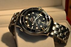 Buying The Right Type Of Mens Watches - Best Fashion Tips Big Watches, Best Watches For Men, Luxury Watches, Cool Watches, Rolex Watches, Omega Seamaster Diver 300m, Omega Seamaster Automatic, Omega Speedmaster, Seamaster 300