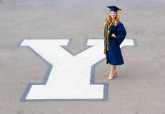Welburn Photography | graduation photo shoot posing idea | #gradphotos #portrait #welburnphotography #portraitphotography #byu