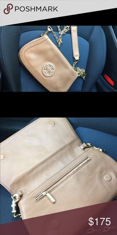 Tory Burch Amanda Crossbody bag MINT CONDITION. USED ONLY A COUPLE TIMES, love it but I just don't need it. Retails new for $350+. Tory Burch Bags Crossbody Bags