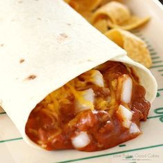 Chili Cheese Burrito The perfect addition to game day – or a weeknight dinner! These Chili Cheese Burritos are full of a quick and easy homemade beefy chili filling, topped with plenty of Cheddar cheese and fresh chopped onions! Taco Bell Chili Cheese Burrito Recipe, Taco Bell Recipes, Meat Recipes, Mexican Food Recipes, Cooking Recipes, Burrito Recipes, Burrito Burrito, Bean And Cheese Burrito, Cinco De Mayo